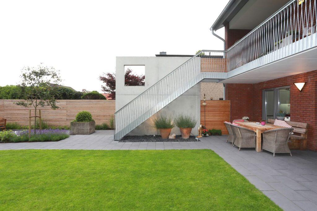 Gartentreppe 1