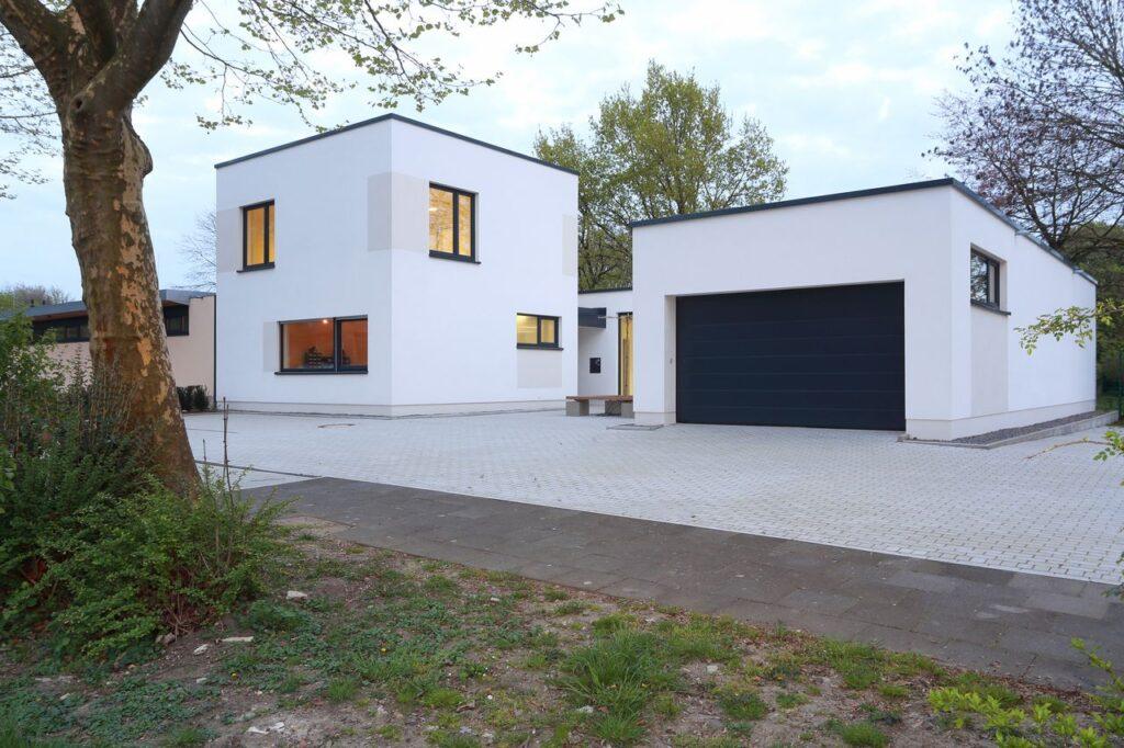 DRK-Gebäude und Garage
