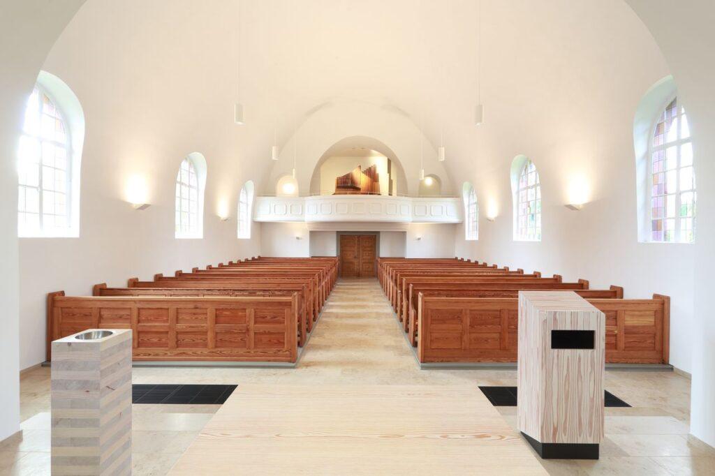 EVK-Blick auf die Orgel / Eingang