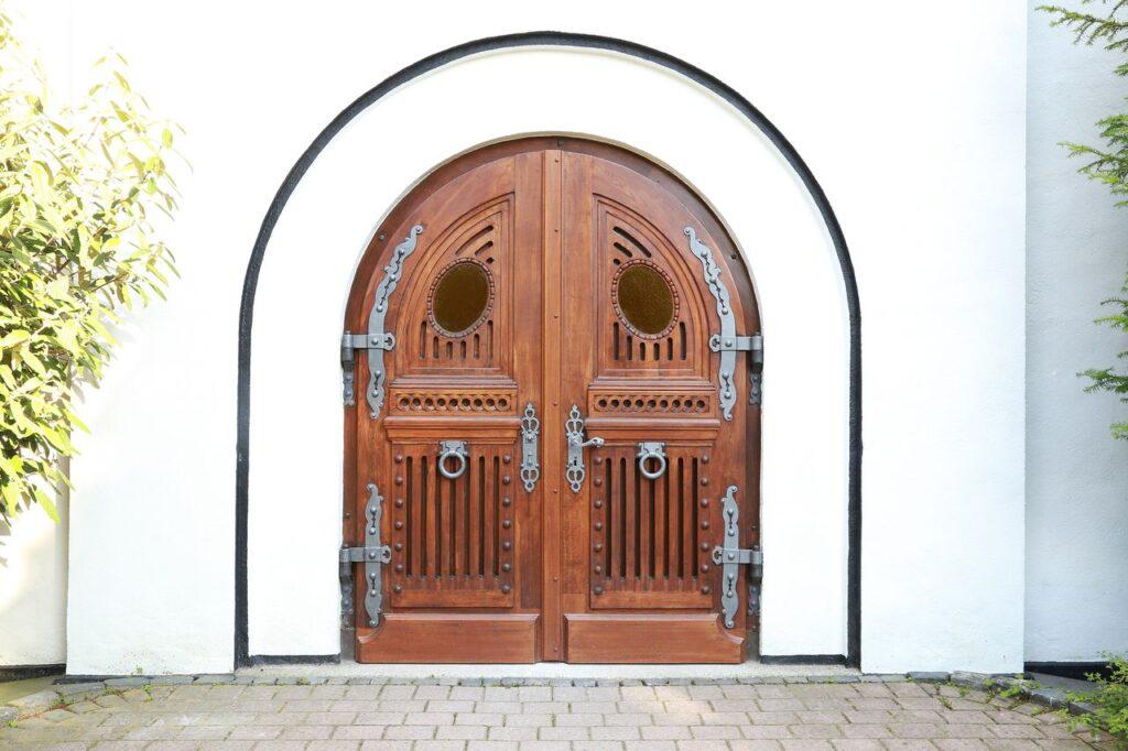 EVK-Eingang Kirche